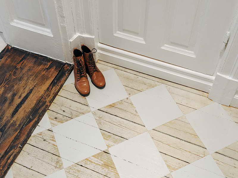 Holzfußboden Weiß ~ Holzfußboden streichen » kreative streichen ideen für holzbodenbelag
