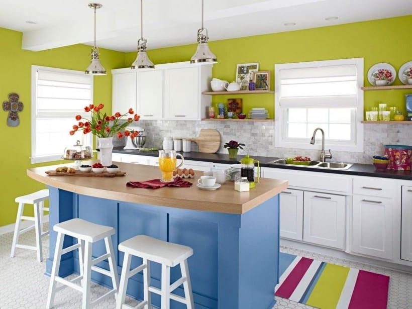 Interessante Küchenidee Für Kleine Küche Weiß Mit Wandfarbe Grün Und  Kochinsel Blau