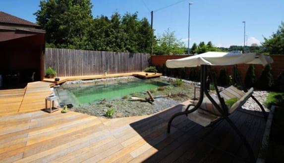 kleine schwimmteiche selber bauen und diy holzterrasse. Black Bedroom Furniture Sets. Home Design Ideas