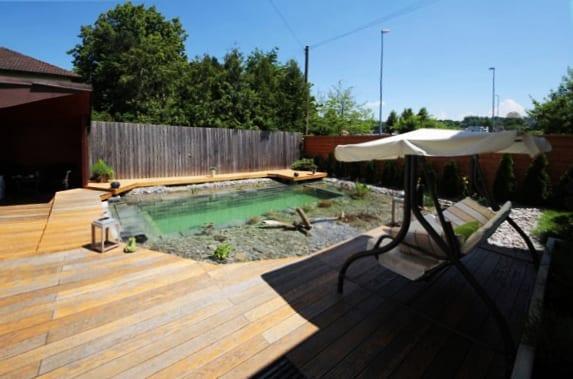 kleine schwimmteiche selber bauen und diy holzterrasse kombinieren freshouse. Black Bedroom Furniture Sets. Home Design Ideas