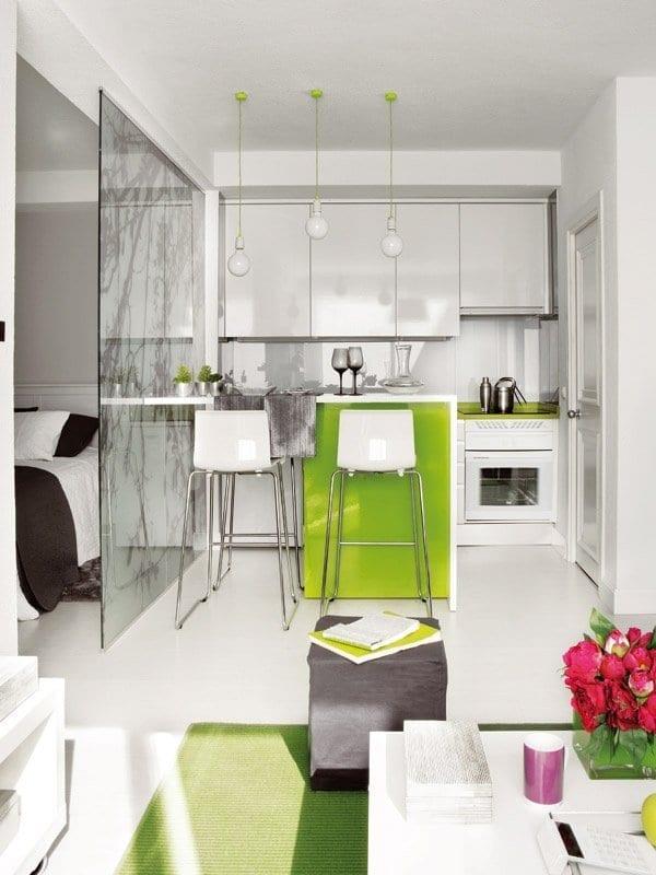 kleine k che mit bar in wei und gr n einrichten in freshouse. Black Bedroom Furniture Sets. Home Design Ideas