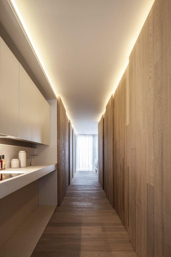 kreative und moderne flurgestaltung mit indirekter wandbeleuchtung ...