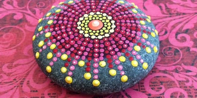 mandala steinen in pink für moderne tischdekoration in pink