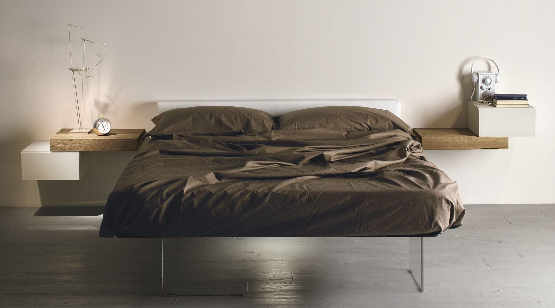 minimalistisch wohnen und schlafzimmer einrichten mit designer bett air und holzregale als. Black Bedroom Furniture Sets. Home Design Ideas