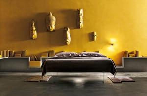 minimalistisch-wohnen_coole-wohnidee-für-moderne-schlafzimmer-mit-gelbe-wänden-und-weißen-bücherregal