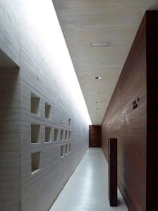 moderne flurgestaltung mit beton und holz_Madinat al-Zahra Museum von Nieto Sobejano Arquitectos