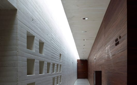 moderne flurgestaltung mit beton und holz madinat al zahra museum von nieto sobejano arquitectos. Black Bedroom Furniture Sets. Home Design Ideas
