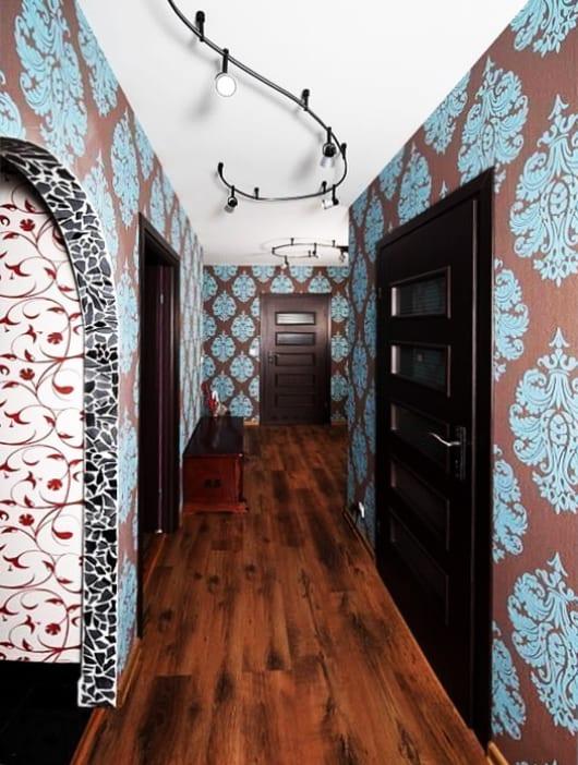 moderne und kreative flur gestaltung in braun und blau mit tapeten und holzbodenbelag freshouse. Black Bedroom Furniture Sets. Home Design Ideas