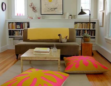 stylische Einrichtung mit Bodenkissen