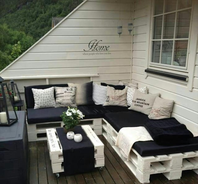 Terrasse Einrichten terrasse in schwarz-weiß gestalten und mit diy terrassenmöbel