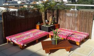 terrasse mit DIY gartenmöbel einrichten