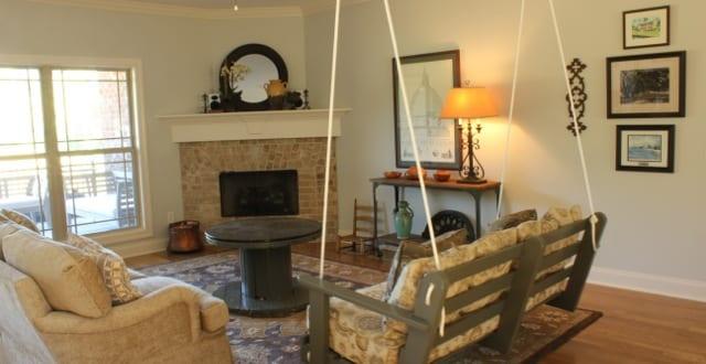wohnzimmer einrichten mit diy couchtisch holz aus. Black Bedroom Furniture Sets. Home Design Ideas