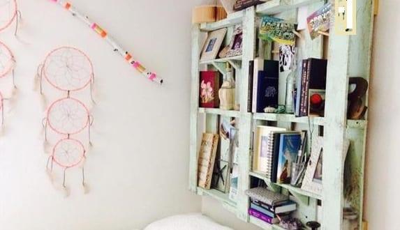diy wandregal und b cherregal aus paletten als idee f r schlafzimmergestaltung freshouse. Black Bedroom Furniture Sets. Home Design Ideas