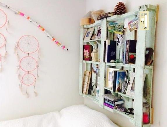 Wunderbar DIY Wandregal Und Bücherregal Aus Paletten Als Idee Für  Schlafzimmergestaltung