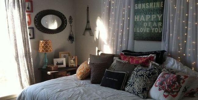 coole deko ideen schlafzimmer mit kreativer diy wanddeko aus gardinen und wihnachtsleuchten bett. Black Bedroom Furniture Sets. Home Design Ideas
