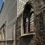 bauen mit ziegeln_inspiration für moderne architektur kombiniert mit mittelalterlichen bruchstücken aus stein
