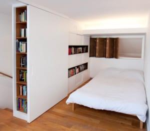 coole idee für kleine schlafzimmer mit indirekter beleuchtung und schiebetür weiß