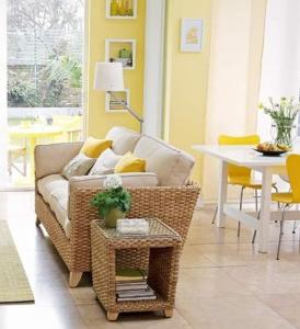 farbgestaltung für optische raumvergrößerung mit gelbtönen fürs wohnzimmer