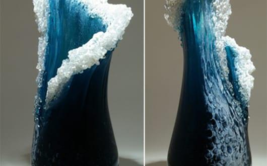 geblasene-glasvasen-für-coole-dekoration-in-form-von-wellen