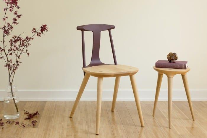 holzstuhl mit farbig gestrichener r ckenlehne in lila farbe f r elegabte einrichtung esszimmer. Black Bedroom Furniture Sets. Home Design Ideas