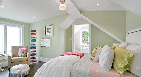 Kleine Schlafzimmer Mit Wandfarbe Hellgrün Optisch Vergrößern Und Gemütlich  Gestalten