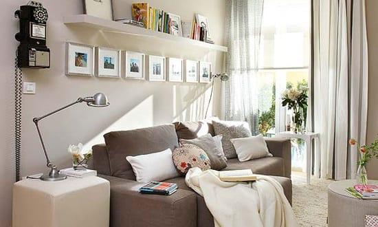 kleine wohnzimmer mit beige wandfarbe streichen für optische raumvergrößerung