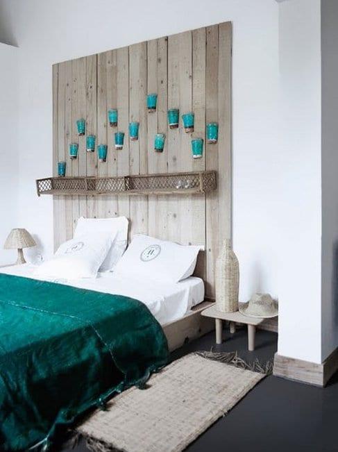 kreative deko ideen schlafzimmer mit diy kopfteil aus holzbrettern und farbgestaltung. Black Bedroom Furniture Sets. Home Design Ideas