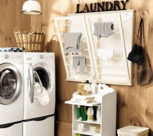 kreative einrichtungsidee für kleine waschküchen mit wand-kleiderständer