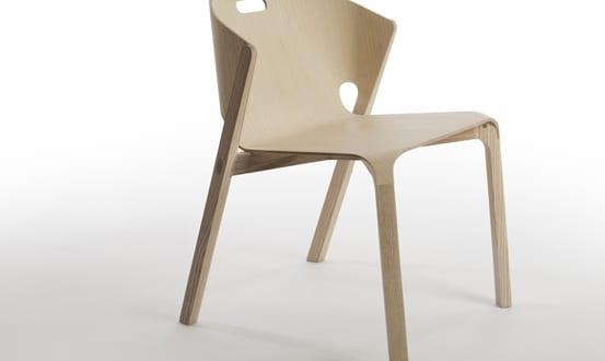 minimalistisches Holzstuhl-Modell für stilvolle einrichtung und gestaltung im esszimmer_Holzstuhl PELT von Benjamin Hubert