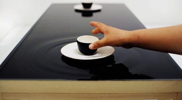 Ein außergewöhnlicher Teetisch mit Wasser-Tischplatte