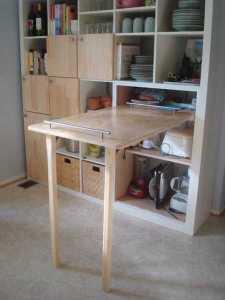 platzsparende idee mit falttisch für kleine küchen
