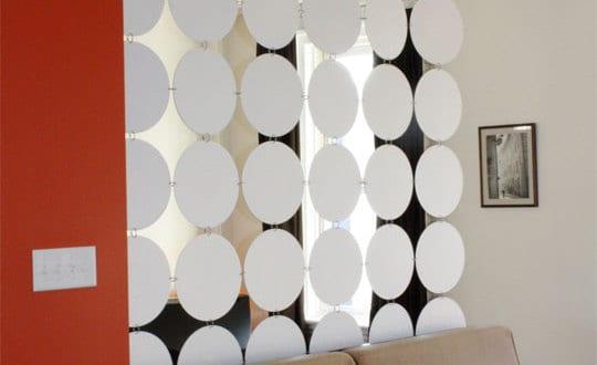 raumteiler aus weißen kreisen selber basteln für elegante raumtrennung kleiner wohnungen