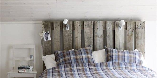 Rustikale deko ideen schlafzimmer mit diy kopfteil aus paletten freshouse - Deko aus paletten ...