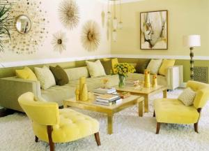 wohnzimmer farbgestaltung in grün mit polstermöbel grün und wandfarbe hellgrün
