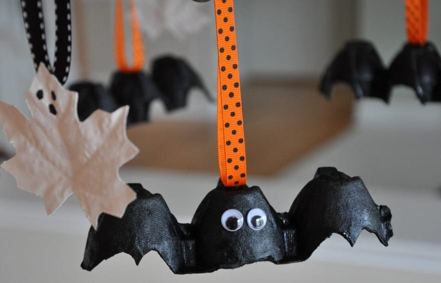 diy fliedermaus halloween deko als kreative bastelidee fuer kinder freshouse. Black Bedroom Furniture Sets. Home Design Ideas