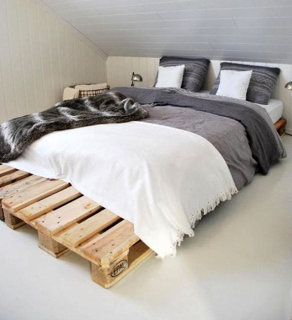 diy bett als doppelbett aus paletten f r kleine. Black Bedroom Furniture Sets. Home Design Ideas