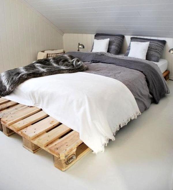 Bett Dachschr Ge diy bett als doppelbett aus paletten für kleine schlafzimmer mit dachschräge freshouse