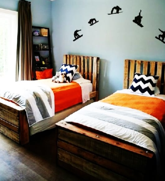 diy bett als idee f r bett aus paletten f rs kinderzimmer freshouse. Black Bedroom Furniture Sets. Home Design Ideas