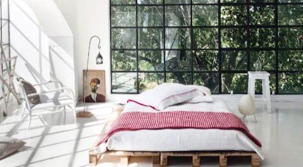 DIY Bett und eigener Designer-Nachttisch aus Paletten