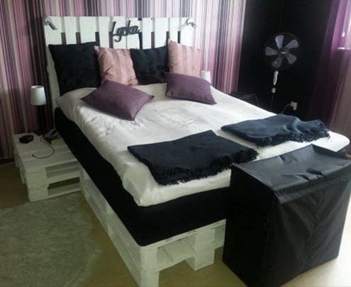 diy bett aus paletten und nachttisch wei freshouse. Black Bedroom Furniture Sets. Home Design Ideas