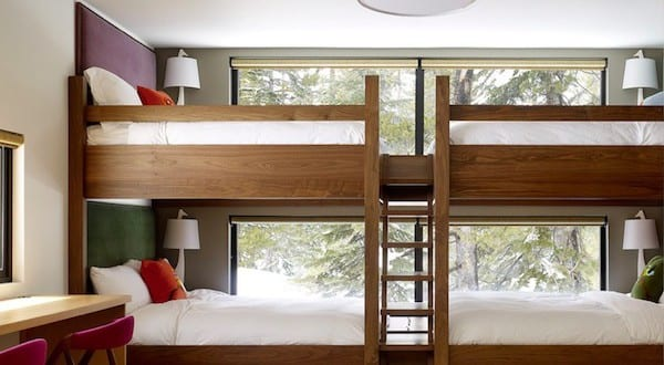 etagenbett aus holz mit treppe als kinderzimmeridee john maniscalco architecture freshouse. Black Bedroom Furniture Sets. Home Design Ideas