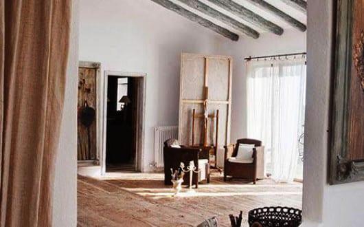 Mediterranes Wohnzimmer Design Mit Holzbalken Boden Und Sichtbarer