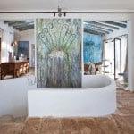atelier und mediterranes haus am meer in costa brava als inspiration für rustikale Einrichtung mit Vintage Möbeln aus holz