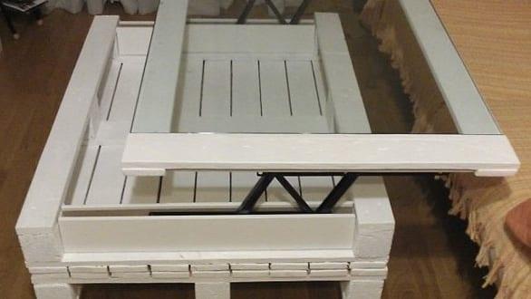 Moebel aus paletten bauen diy couchtisch weiss mit glas freshouse - Mobel aus paletten bauen ...