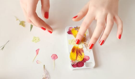 iphone h lle mit trockenblumen selber gestalten freshouse. Black Bedroom Furniture Sets. Home Design Ideas