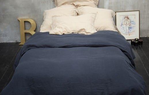 schlafzimmer gemütlich gestalten mit bettwäsche in blau und ...