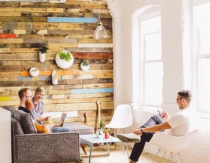 was kann man aus paletten bauen coole idee fuer bauen mit paletten freshouse. Black Bedroom Furniture Sets. Home Design Ideas