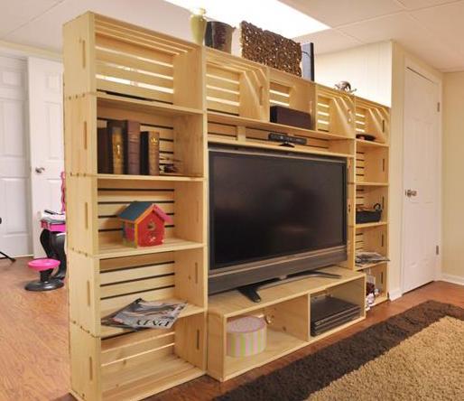wohnwand aus paletten bauen als coole idee fuer diy palette moebel freshouse. Black Bedroom Furniture Sets. Home Design Ideas