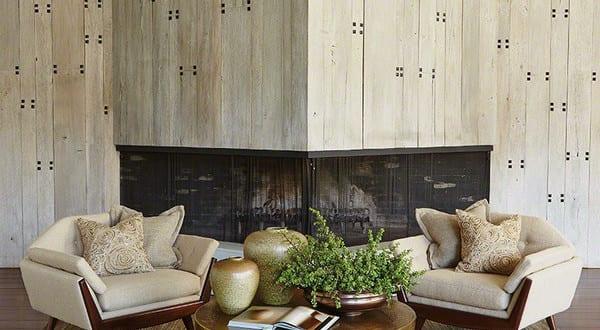 elegantes wohnzimmer design mit sessel klasiker in beige mit couchtisch rund aus metall freshouse. Black Bedroom Furniture Sets. Home Design Ideas