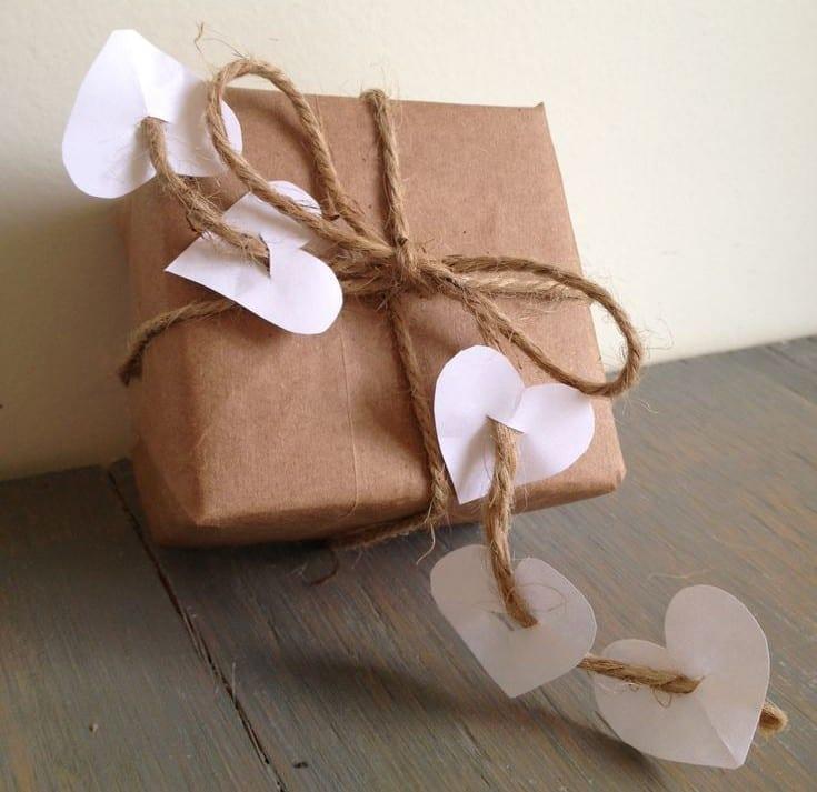 geschenkverpackung basteln und geschenk zum valentinstag. Black Bedroom Furniture Sets. Home Design Ideas